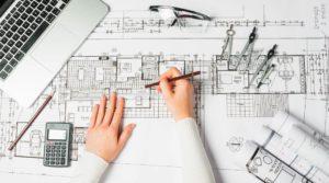 manos de arquitecto dibujante