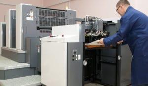 impresora offset operario