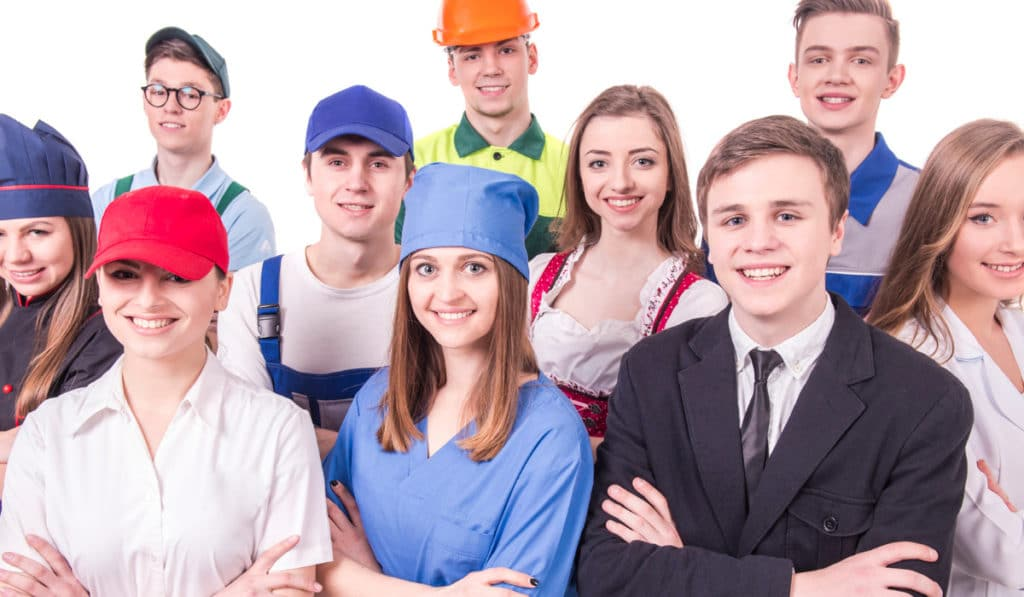 Grupo joven de trabajadores industriales